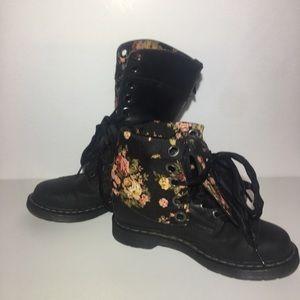 DR. Marten Boots Triumph Black Boots Size 9